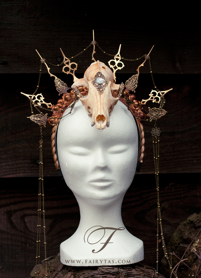 Hands of time-Clock skull headpiece by Jolien-Rosanne