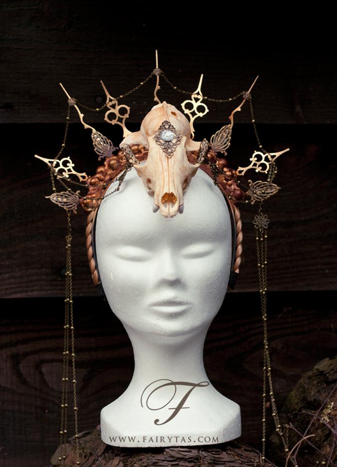 Hands of time-Clock skull headpiece by Jolien-Rosanne