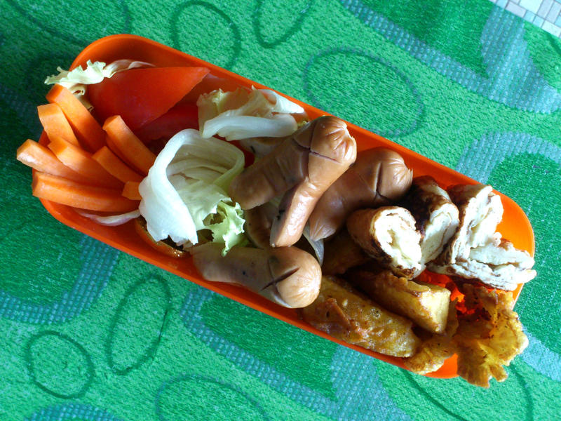 potato wedges tamagoyaki takowiner bento 4 by plainordinary1