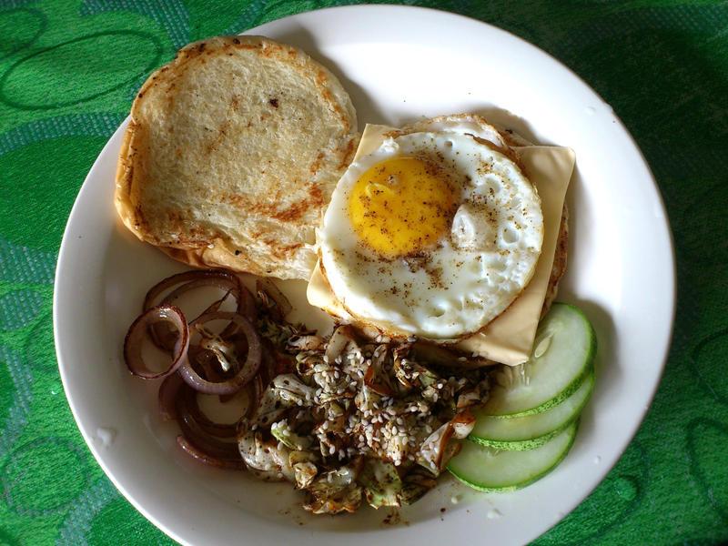 egg benjo burger by plainordinary1