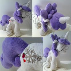 Custom OC - Snowflake Berry by CasseminaPie