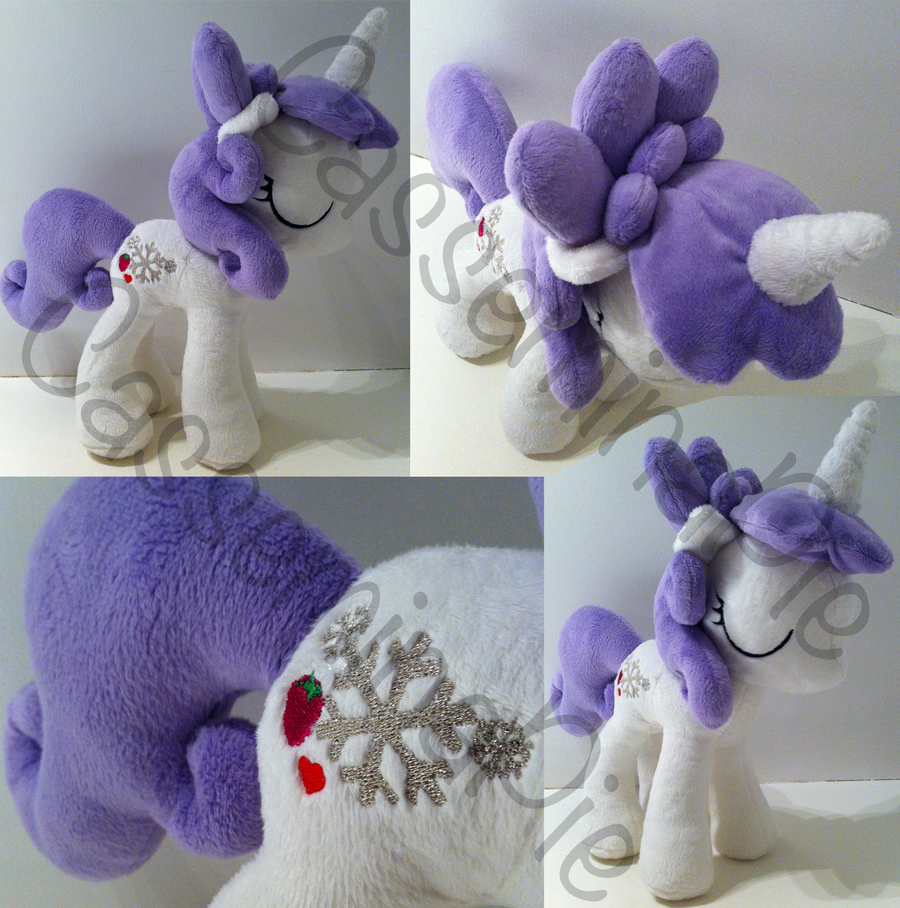 Custom OC - Snowflake Berry by CasseminaPie