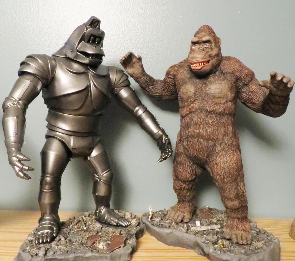 King Kong Escapes Diorama Bases Separated by Legrandzilla