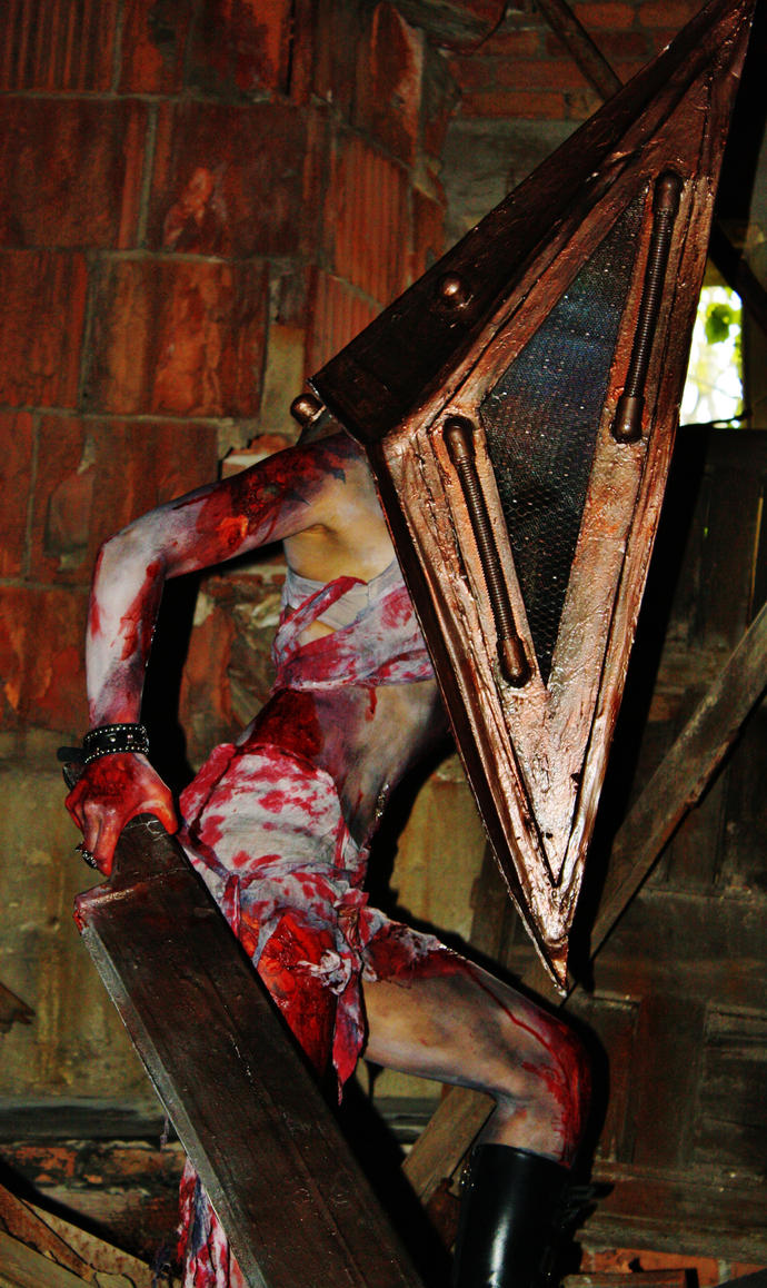 Pyramid Head by UndercoverEnvy