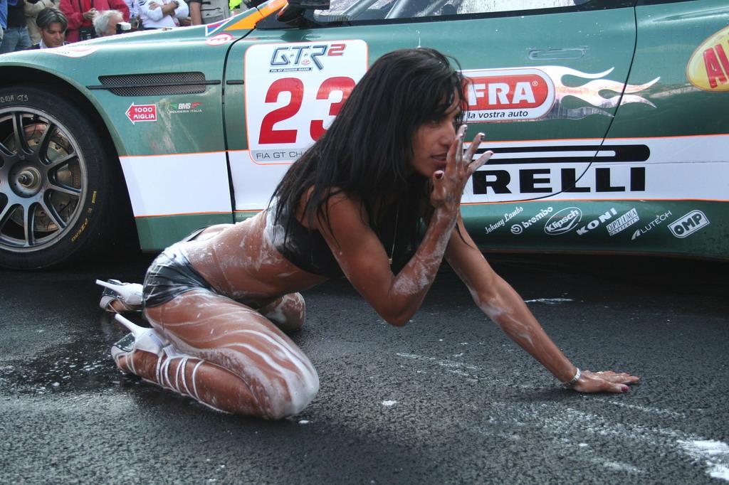 hand car wash girls