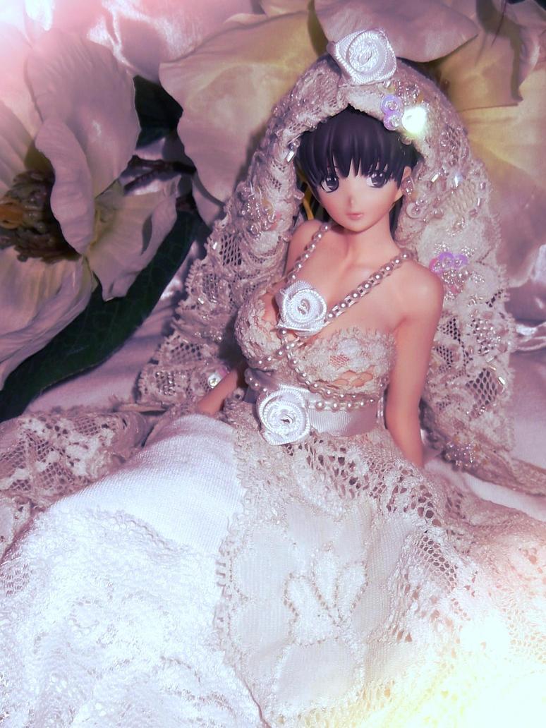 Anime figure in wedding dress by AardbeiElfje on DeviantArt: aardbeielfje.deviantart.com/art/Anime-figure-in-wedding-dress...
