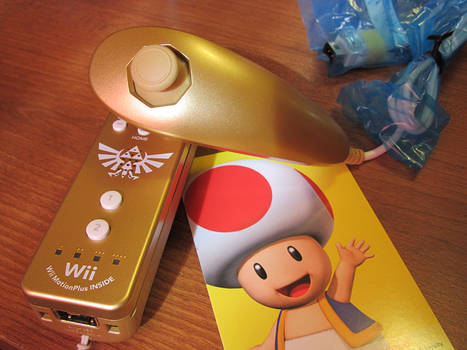 Zelda Wiimote and Nunchuck Set