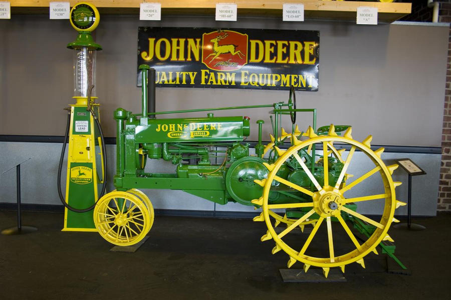 Collectors Vintage John Deere Tractors : John deere collectors center by cthacker on deviantart