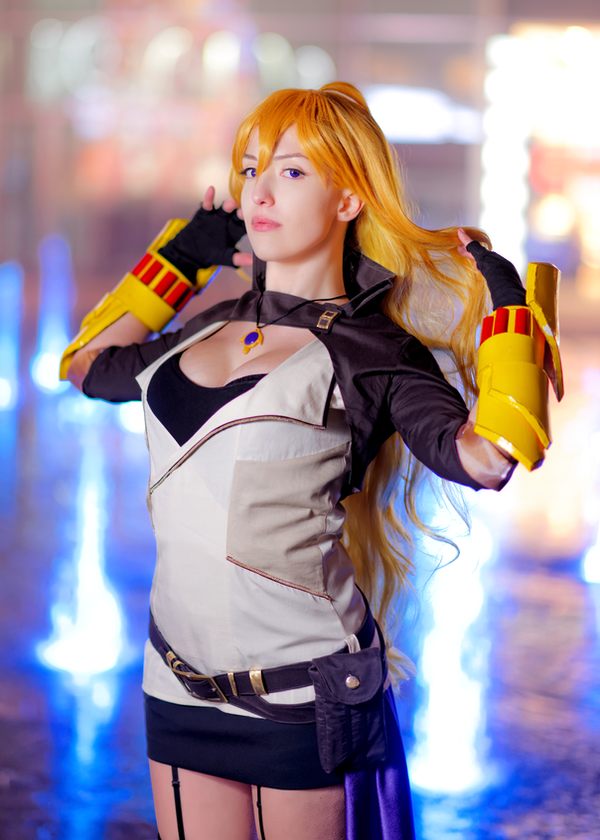 RWBY cosplay: Yang Xiao Long II by Adurnah on DeviantArt