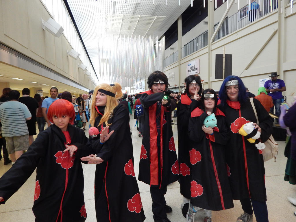Me and other Akatsuki cosplayers by Rikuthedragonslayer