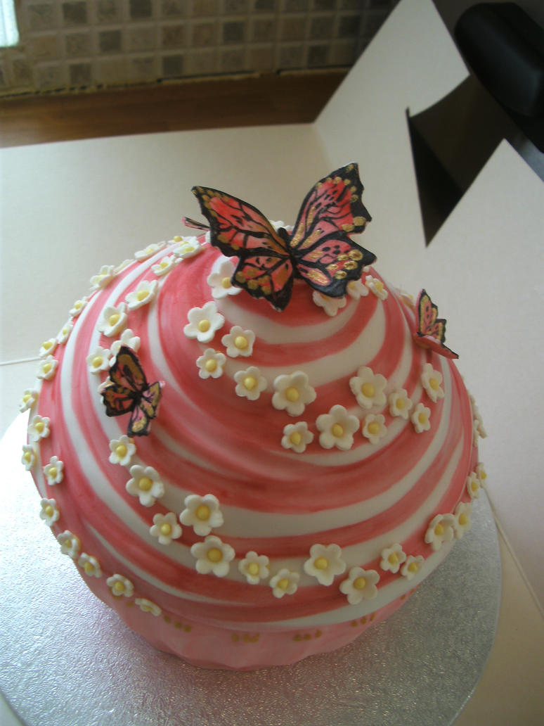 Super Pink Giant Cup Cake by gertygetsgangster on DeviantArt