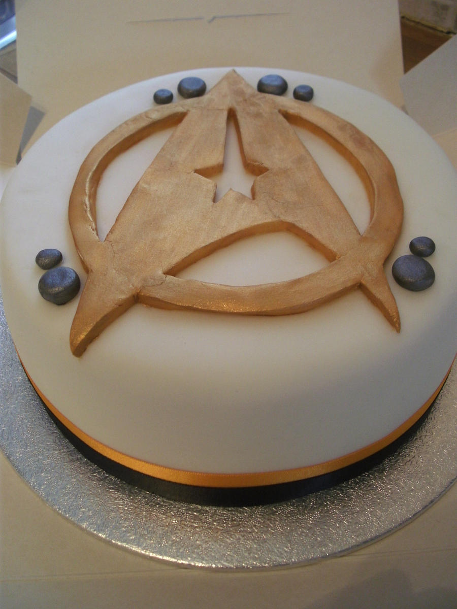 Star Trek Cake by gertygetsgangster