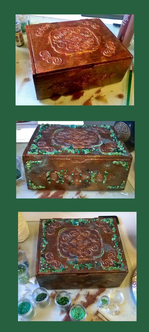 Seagreen beaded box by Vivienne-Mercier