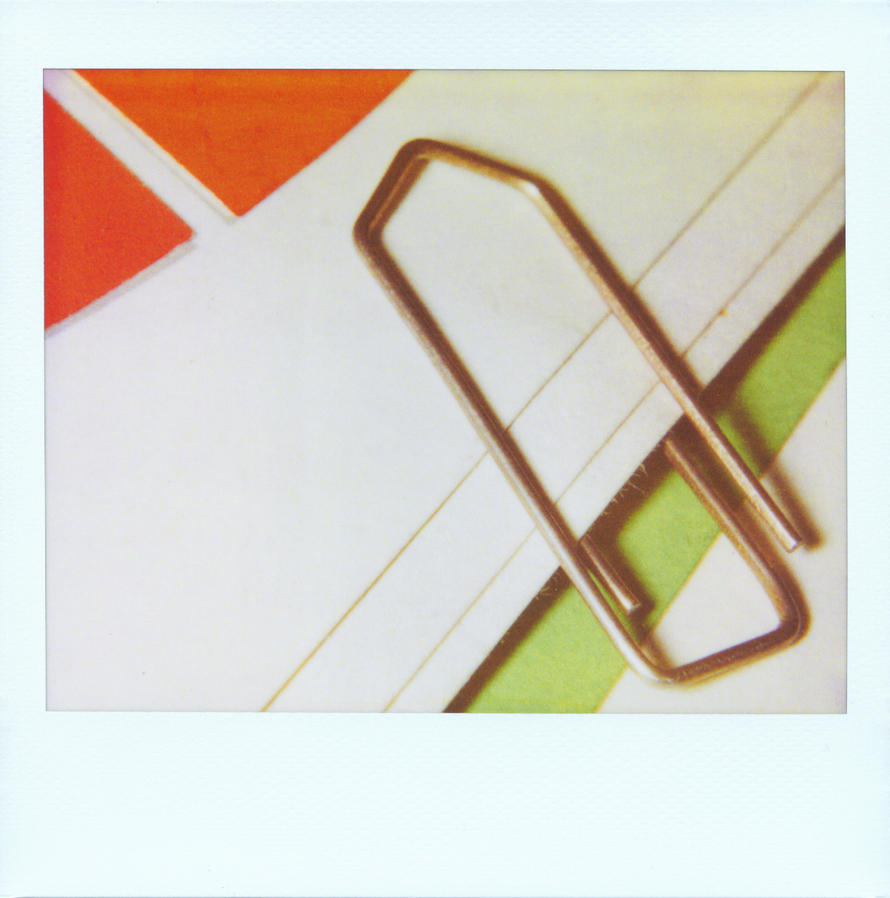 paper-clip by woywood