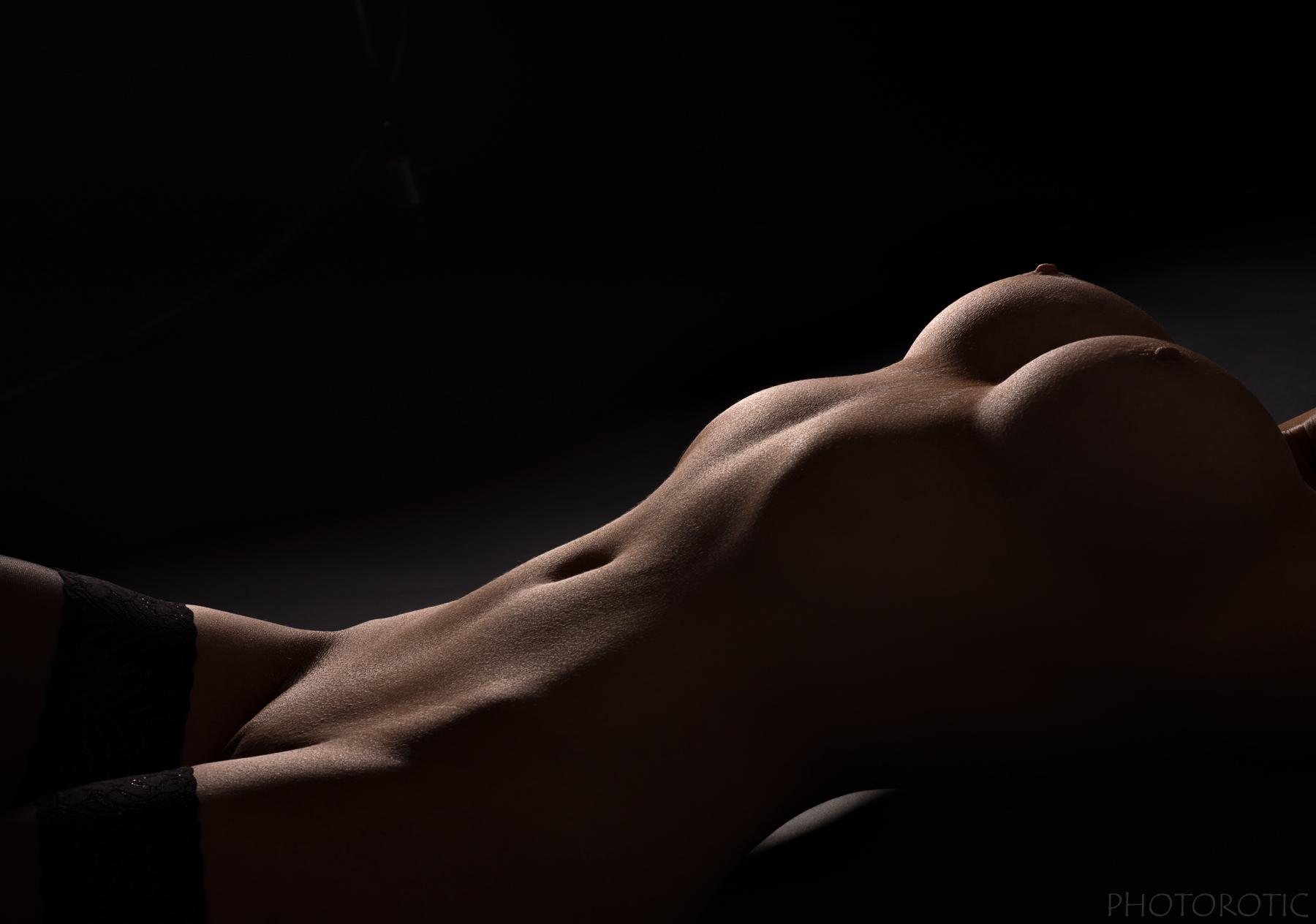 krasivoe-zhenskoe-telo-fotografii-goloe