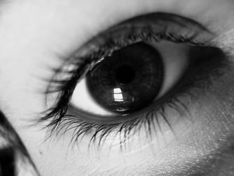 Myrtille's eye B and W by bohwaz