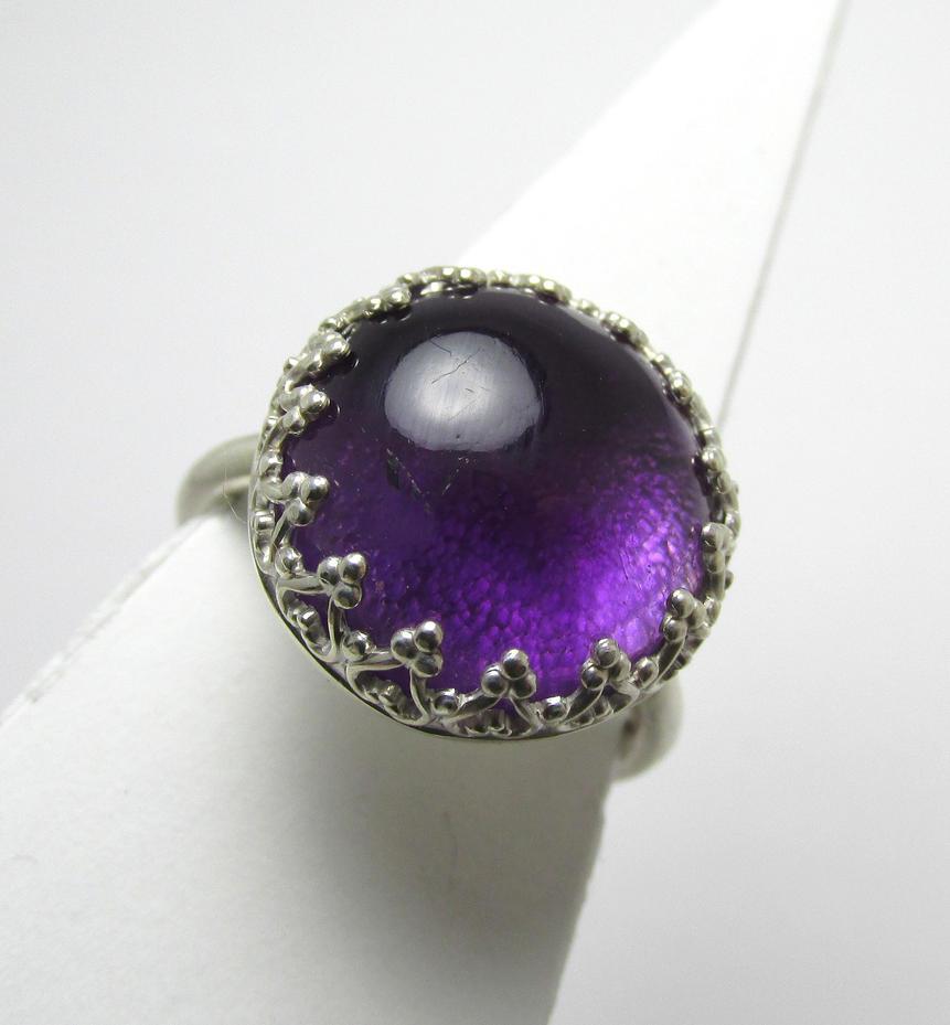 Amethyst filigree ring by Utinni