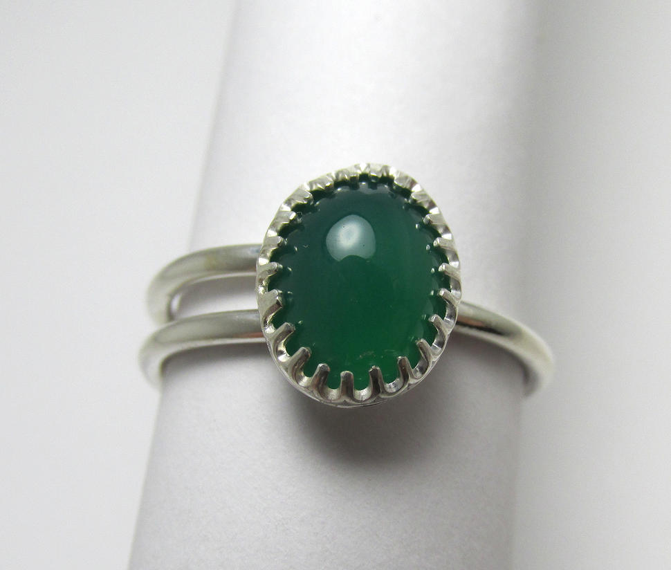 Split single shank Green Onyx Ring by Utinni