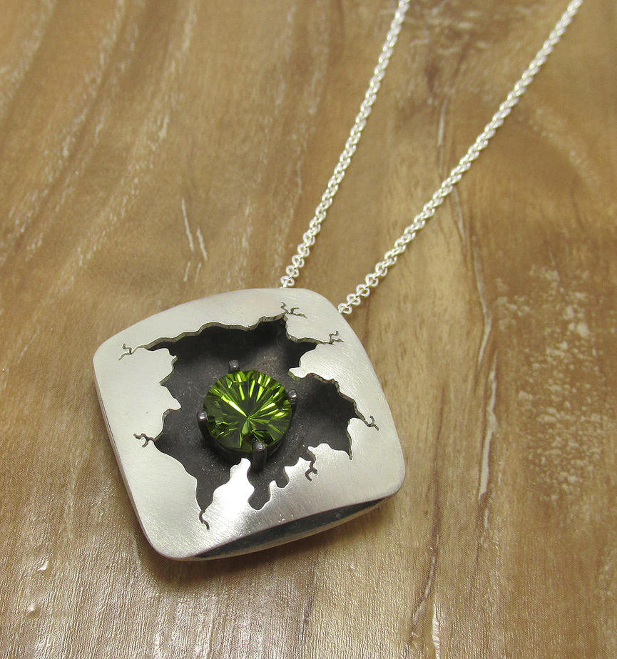 Concave cut Peridot Cracked Square by Utinni