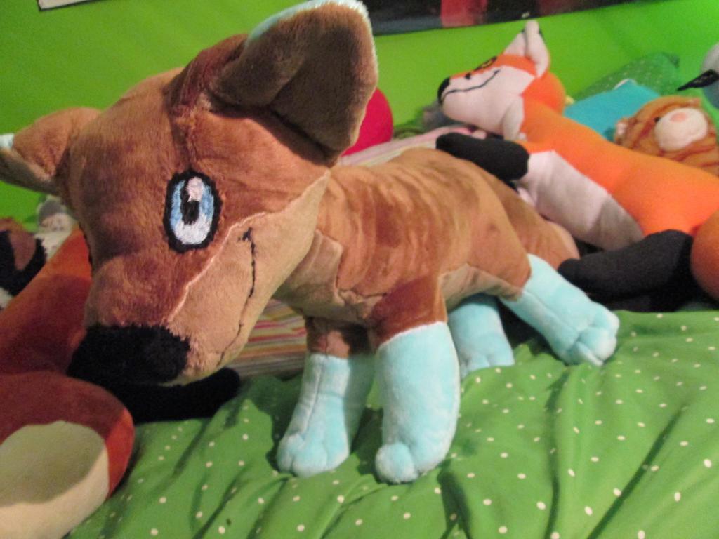 Custom Jumbo Fox (brown and blue) by blackrathmar
