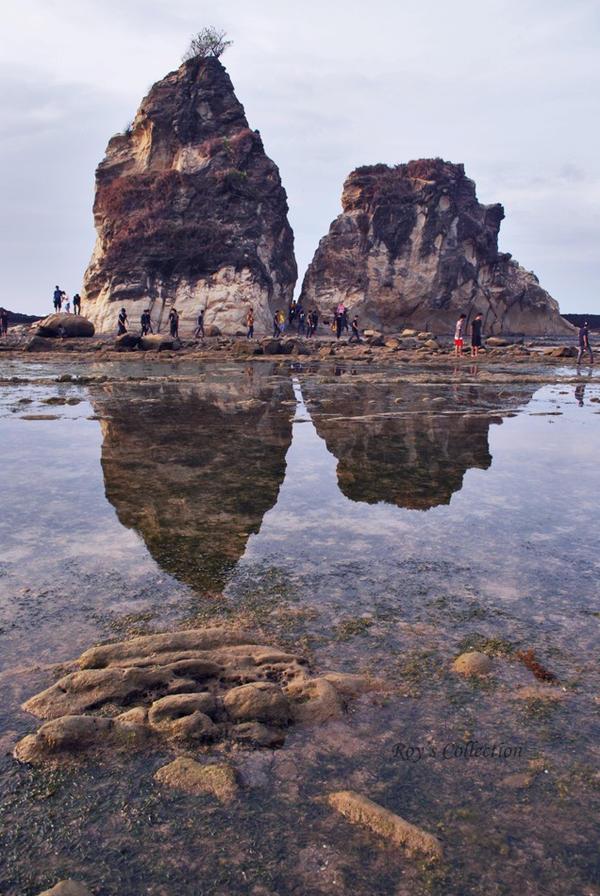 Tanjung Layar at Sawarna by RoyWicaksono
