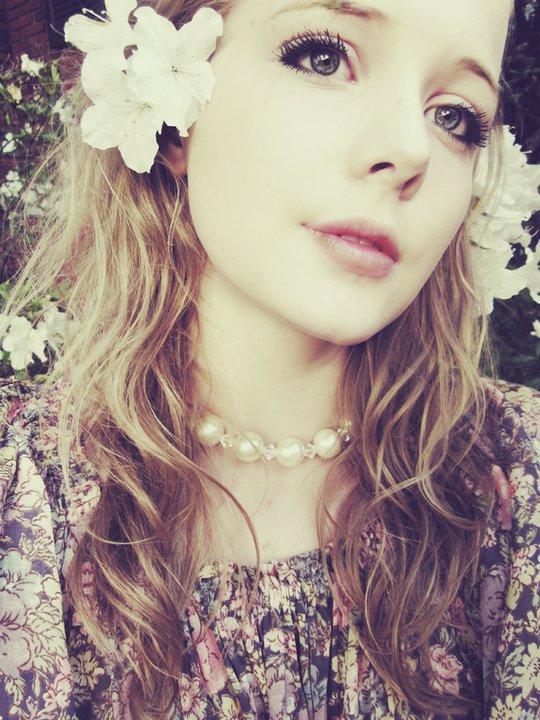 flower in her hair - photo #39