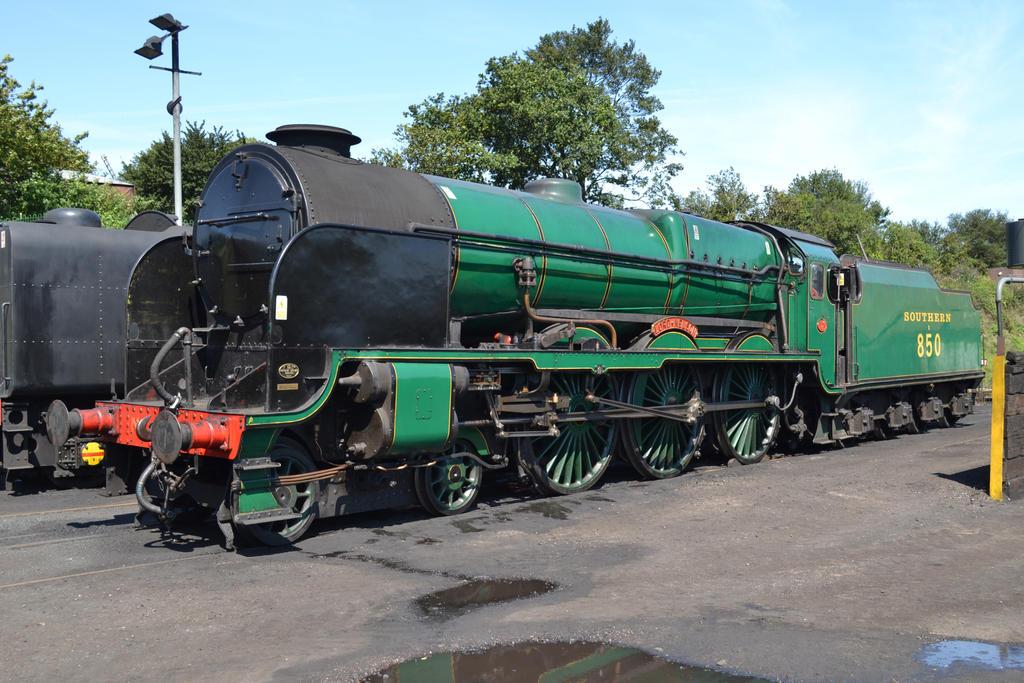 Southern 850 at Ropley by HampshireBrony