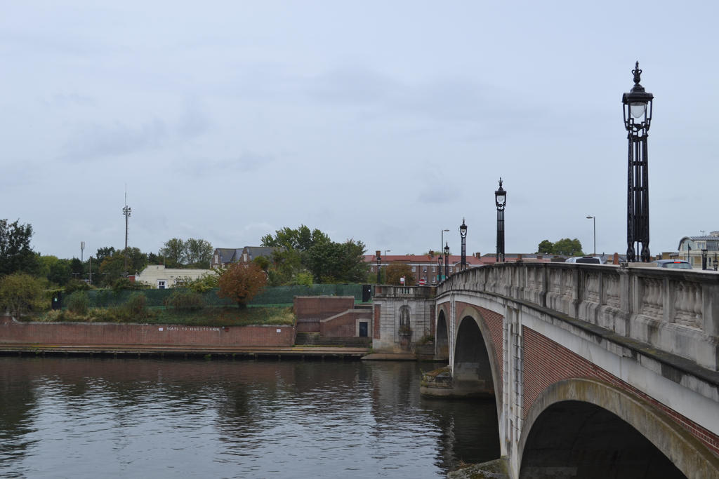 Hampton Court Bridge by HampshireBrony