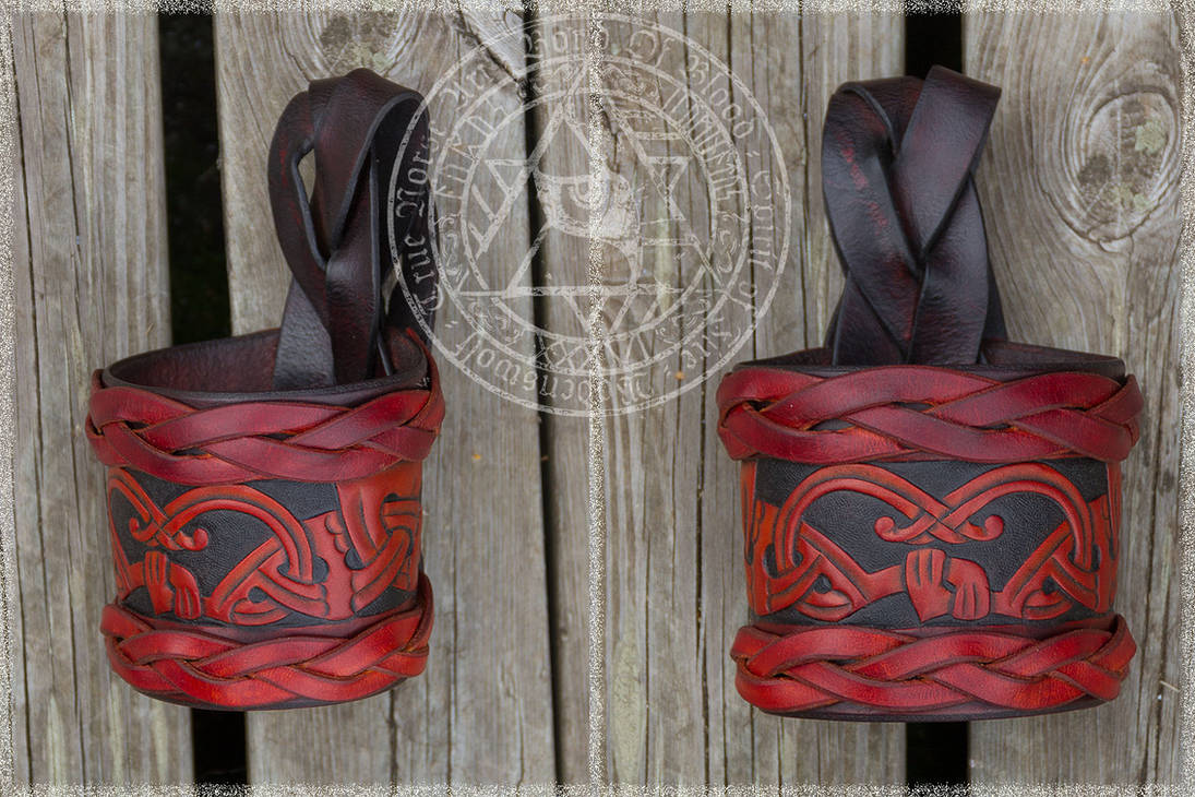Drinking Horn Holder by Wodenswolf