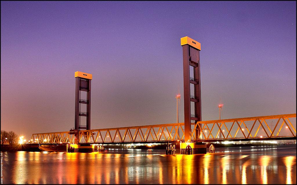Kattwyk-Bridge. by RaumKraehe