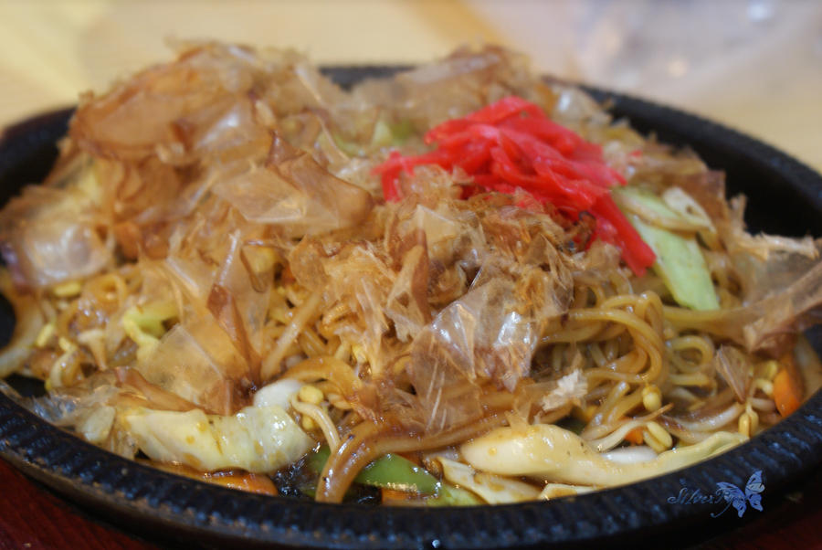 food: Yakisoba by bloodyblue
