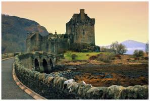 Eilean Donan Castle by globalsinner