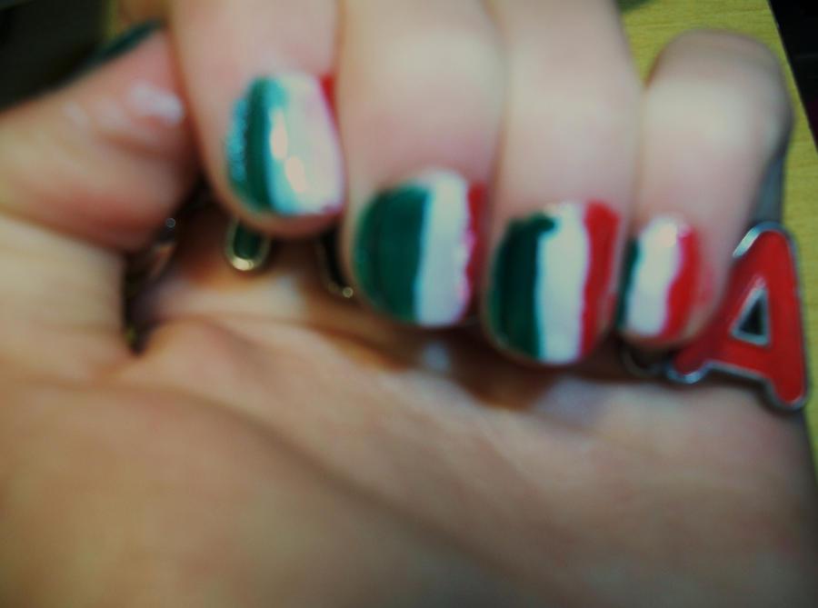 Nail art Italian flag by belleeyesblues1 on DeviantArt