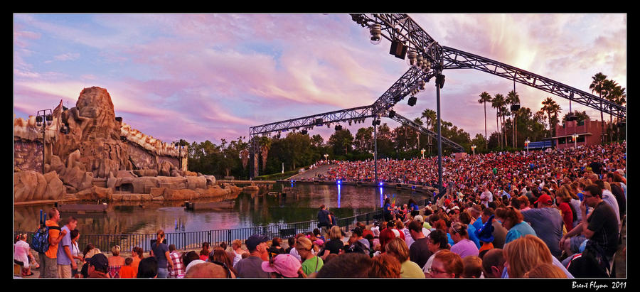 http://img11.deviantart.net/c3b8/i/2012/077/3/1/fantasmic_event_by_darthindy-d4t3pyc.jpg