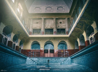 Abandoned swimming pool by Alaisyn