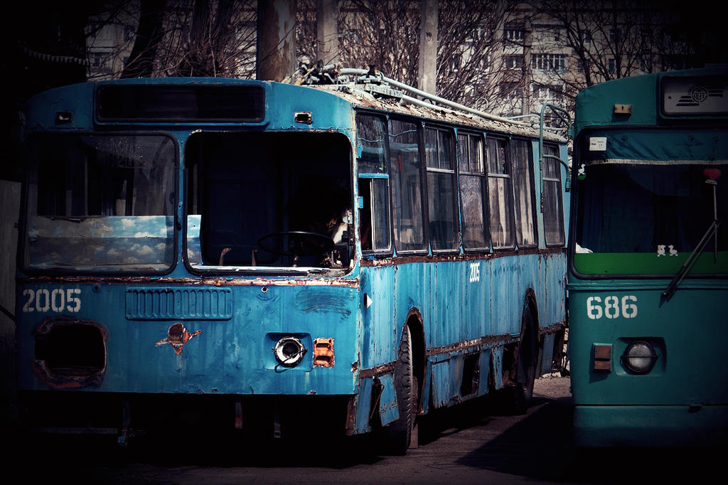 Dying trolleybus by Kanashii-Hito