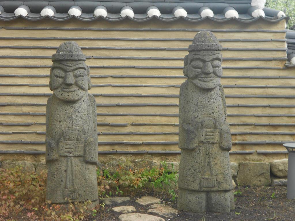 39 gaerten der welt 39 in berlin korean garden statue by stein hakase on deviantart. Black Bedroom Furniture Sets. Home Design Ideas