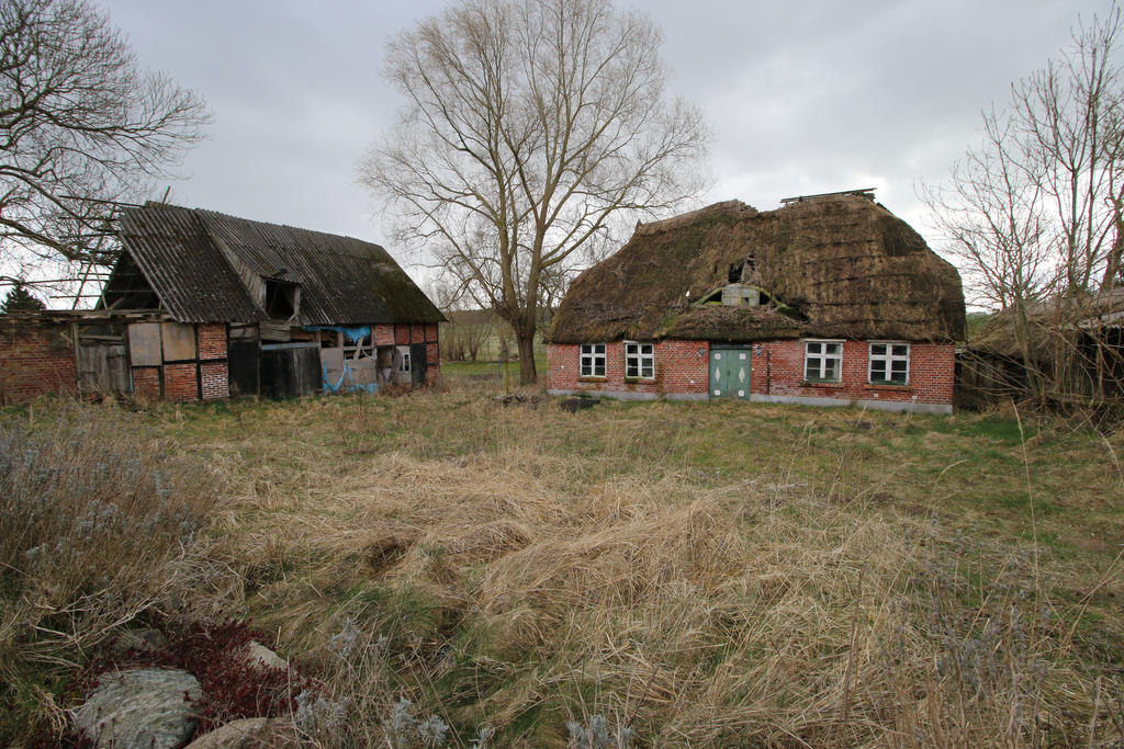 Abandoned Farmhouse Stock 06 by Malleni-Stock
