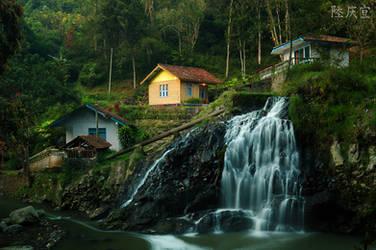 Maribaya Waterfall by thesaintdevil