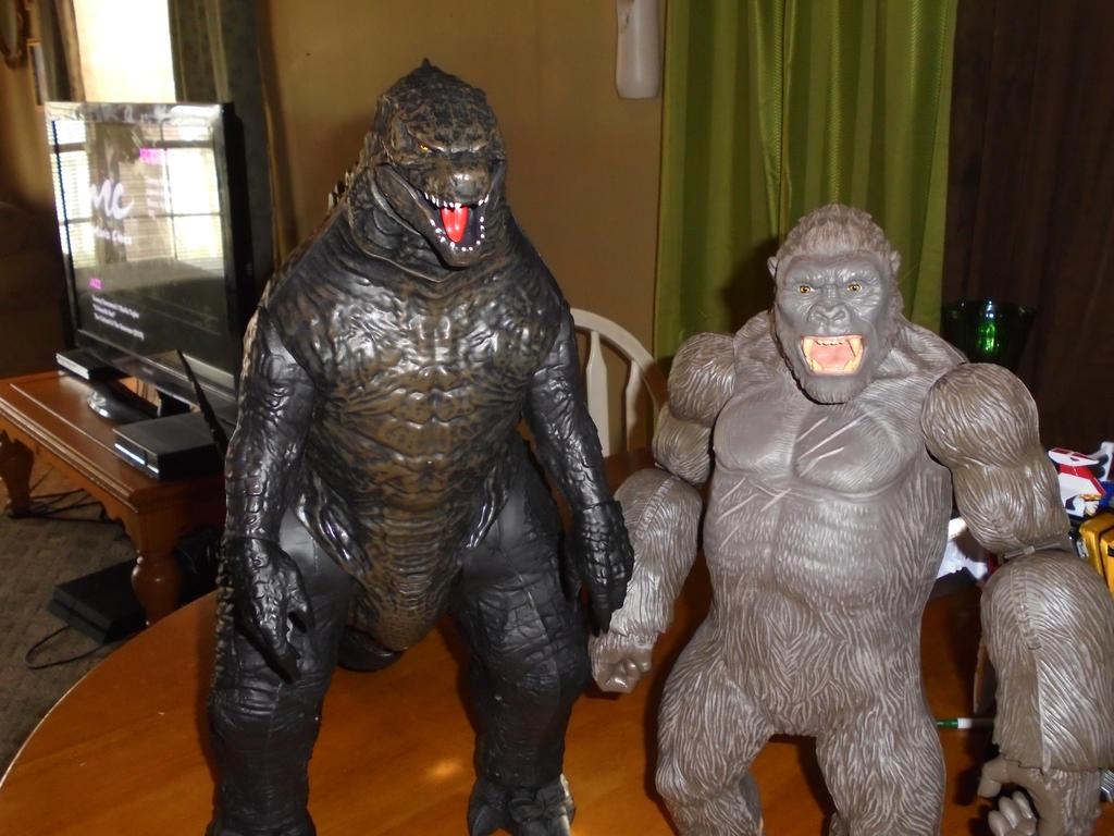 Godzilla and King kong by TMNTFAN85