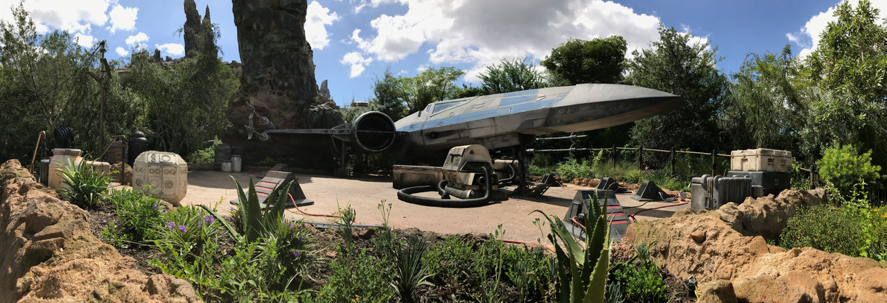 Spacecraft Located in Galaxys Edge in HS WDW