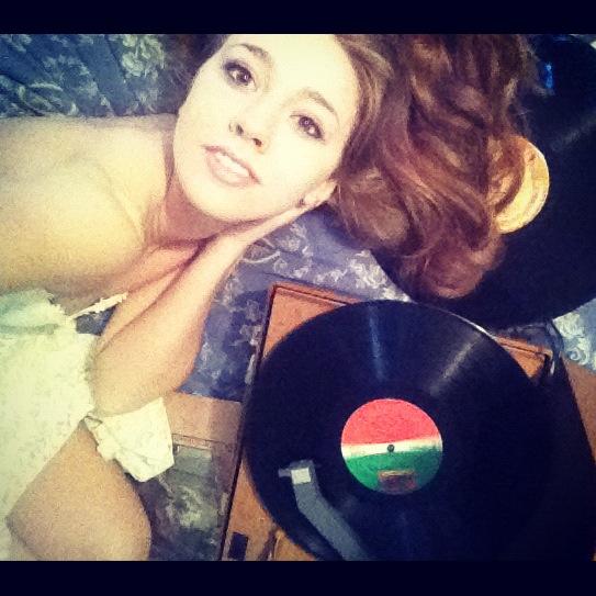 My Record Player is my Best Friend.. by babyrubydoll
