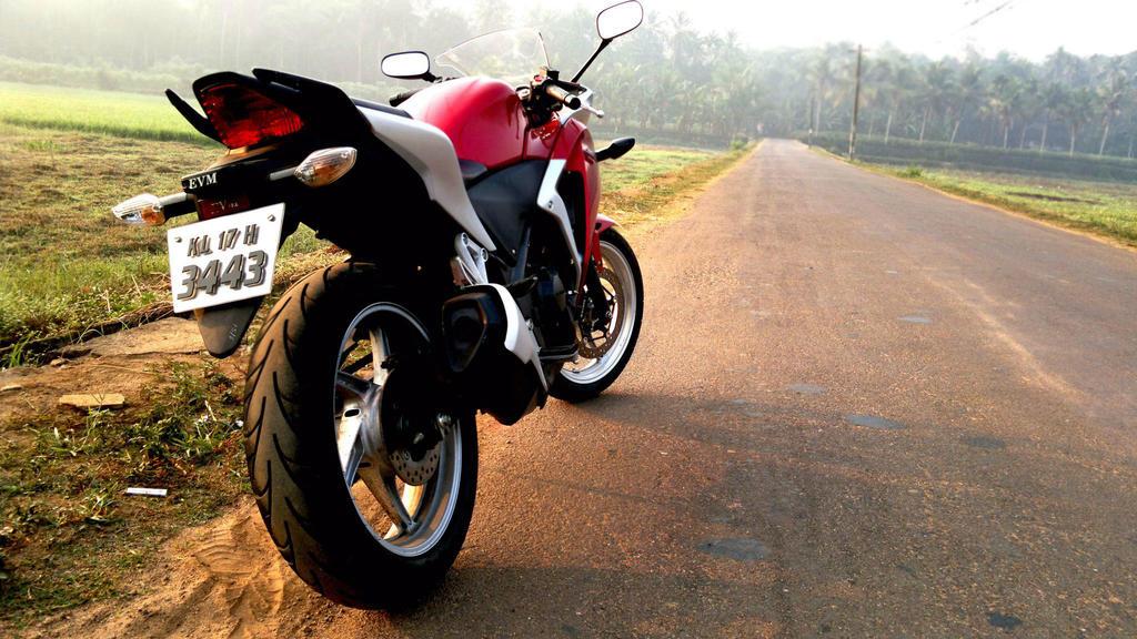 Honda CBR by midhunstar