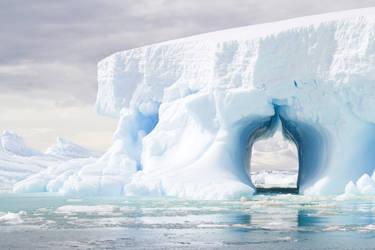 Iceberg - Port Chacot by artemidorus