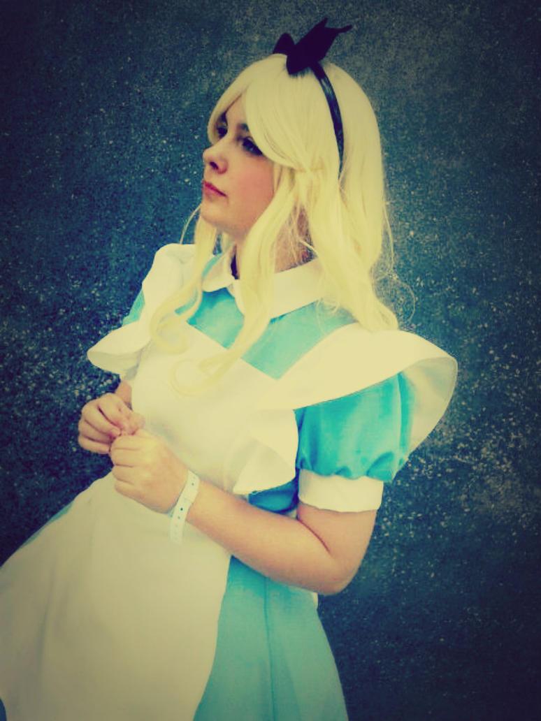 Alice in Wonderland. by SerenityLunae