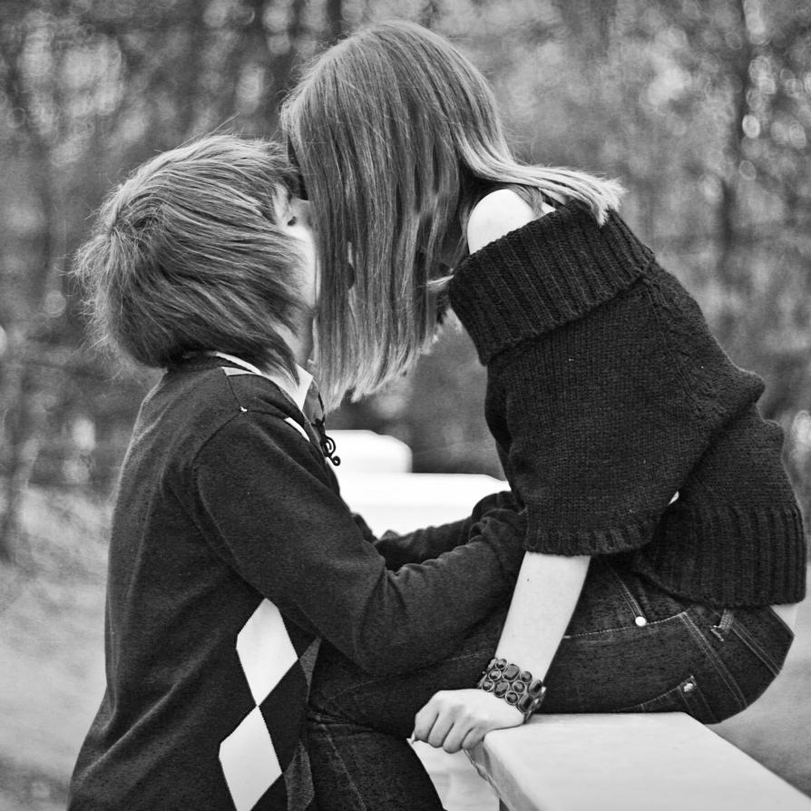 Фото где девушку целует 18 фотография