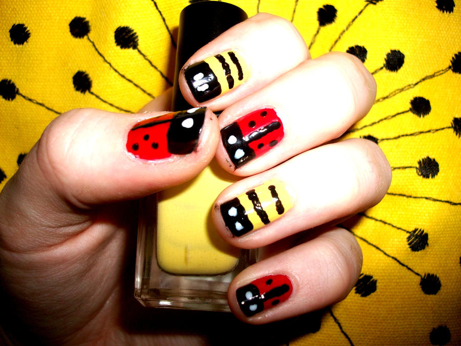 Ladybug and bee nails by roxysslushpuppie on deviantart ladybug and bee nails by roxysslushpuppie prinsesfo Choice Image