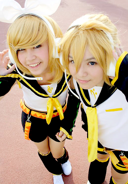 VOCALOID Rin and Len Kagamine by Miimoko