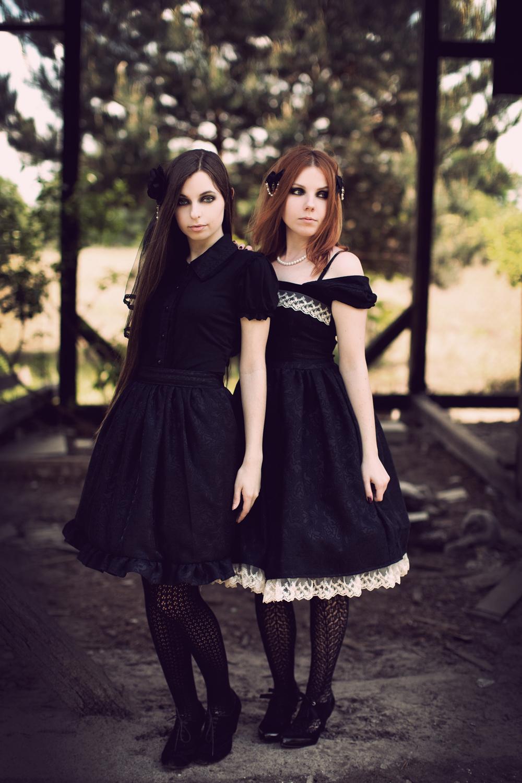 Gothic Lolita Twin 2 by sarielowa