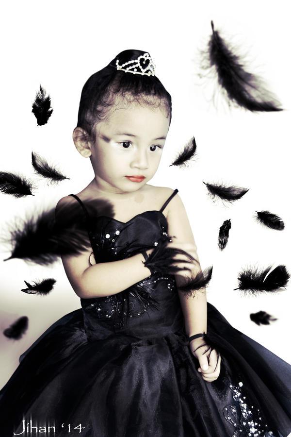 Little Black Swan by Sakura060277